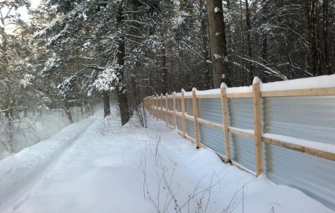 Огороженный забором Нахабинский лес