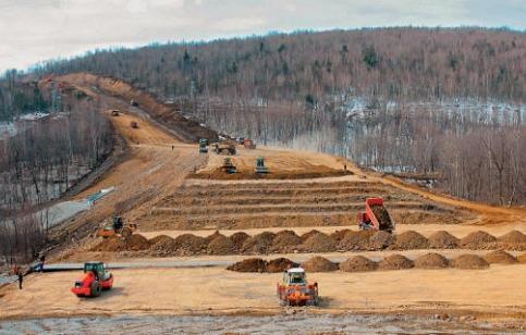 Строительство трассы через лес