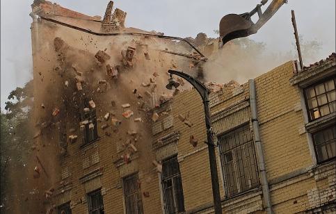 Снос дома в 6-м Ростовском переулке.